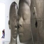 """Sculpture de Jaume Plensa - """"Les visages de la mémoire"""""""